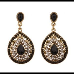 Jewelry - Beautiful black and gold earrings